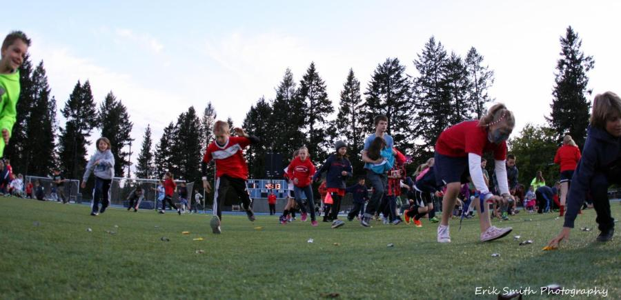 Halftime candy scramble on the pitch. (Erik Smith)